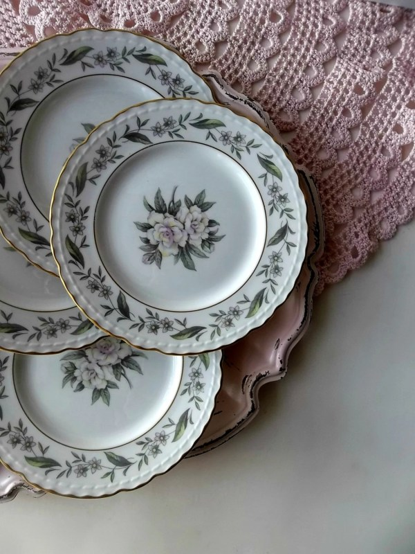 Vintage Royal Jackson China Dessert Plates.fleur