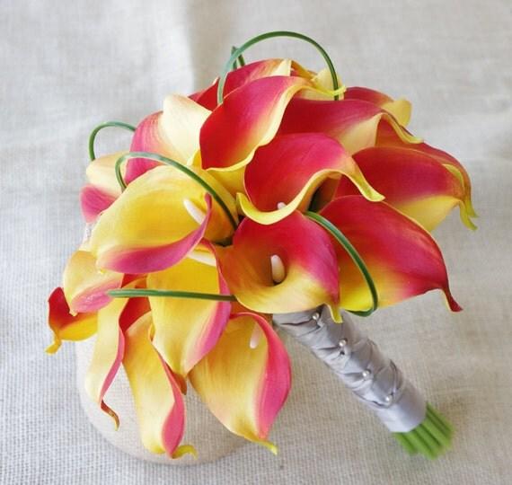 Brautstrau mit Callas Orange Seide und Gras Loops Natural