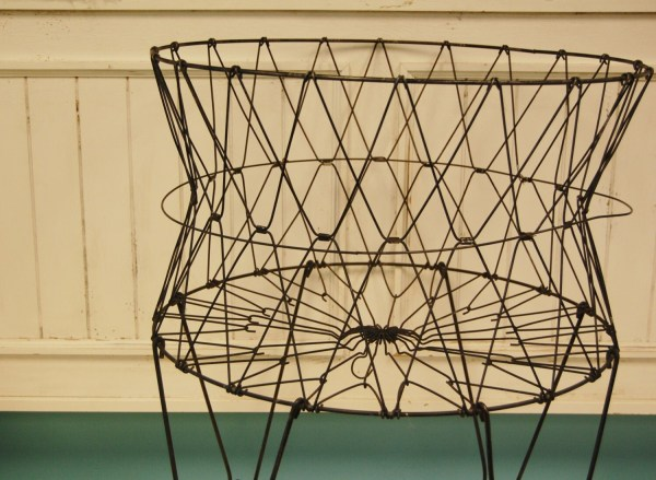 Black Vintage Rolling Wire Laundry Basket With Wheels