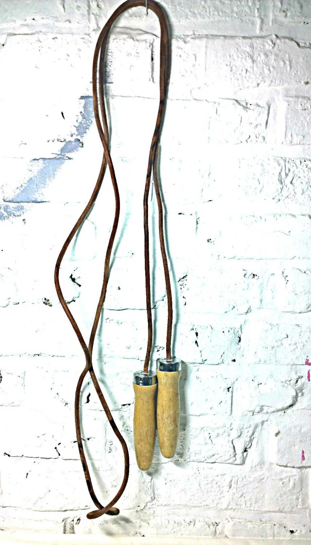 corde sauter vintage en cuir. Black Bedroom Furniture Sets. Home Design Ideas