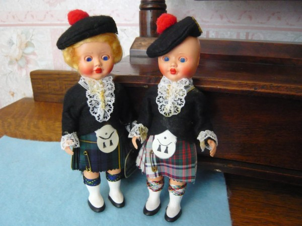 Vintage Pair Of Scottish Dolls In Authentic Tartan Costumes