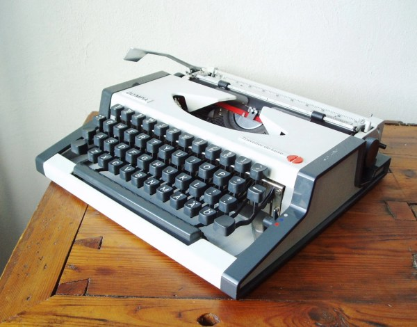 Typewriter Olympia Traveller De Luxe Working Portable Type