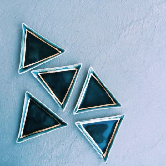 navy and gold triangle ring dish