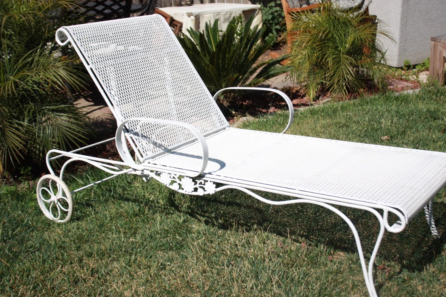 iron chaise lounge chairs pico folding chair vintage wrought salterini woodard mesh metal