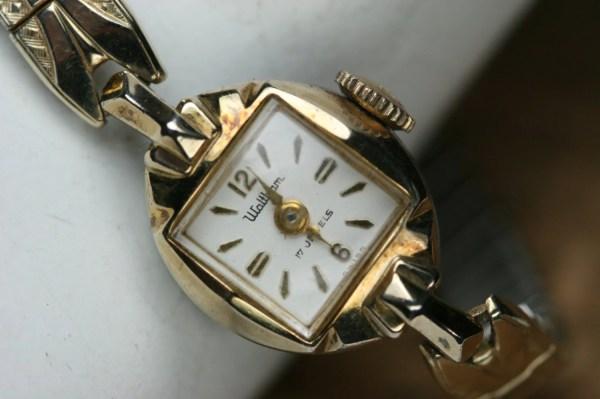 Vintage Waltham Women' Wrist Watch 17 Jewel Movement