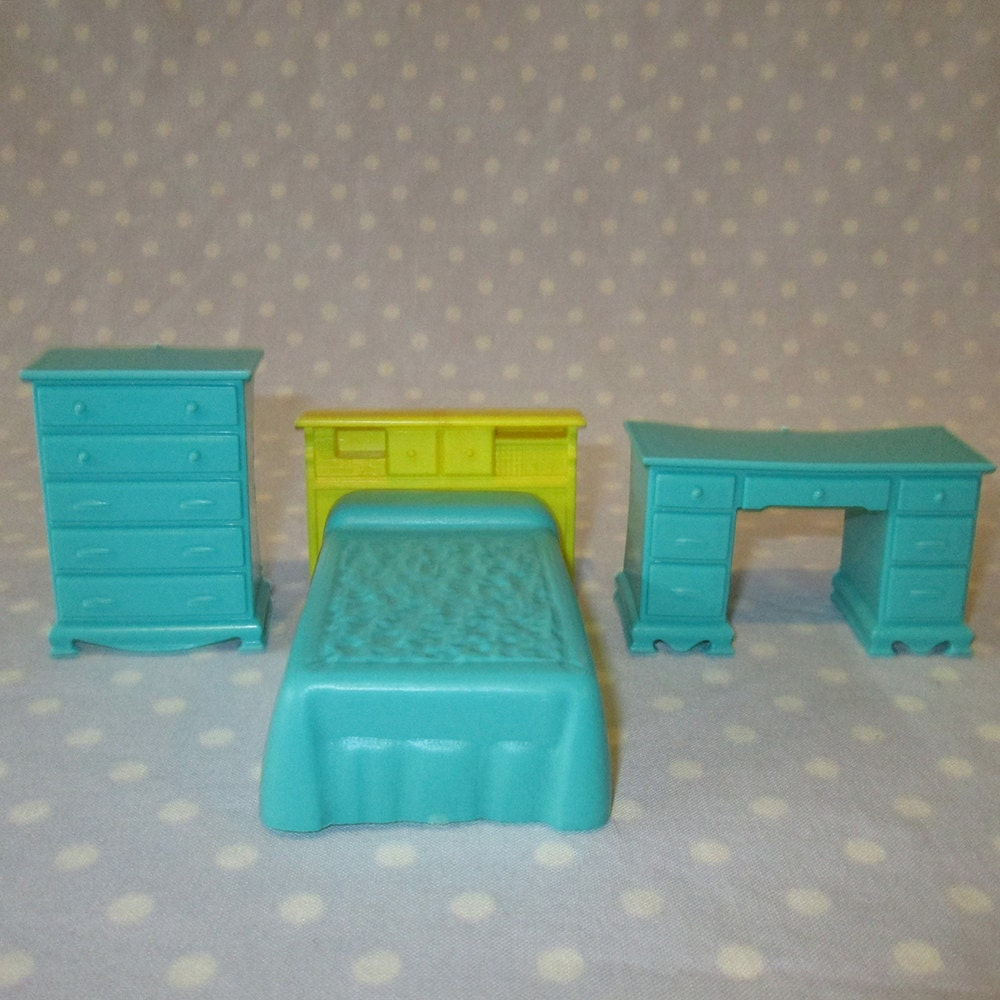 3 pcs vintage doll house furniture miniature plastic bedroom bed dresser desk turquoise haute Plastic bedroom furniture