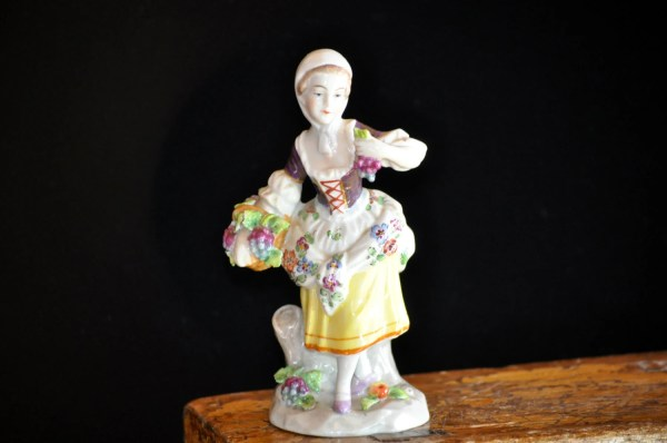 Figurine Sitzendorf Antique Germany Vintage Porcelain