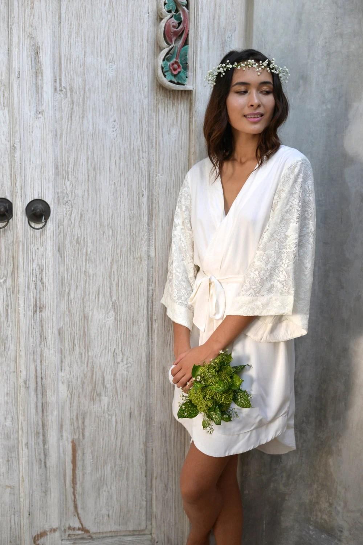 Luxurious Bridal Robe Cream Cotton Lace Sleeve Short Kimono