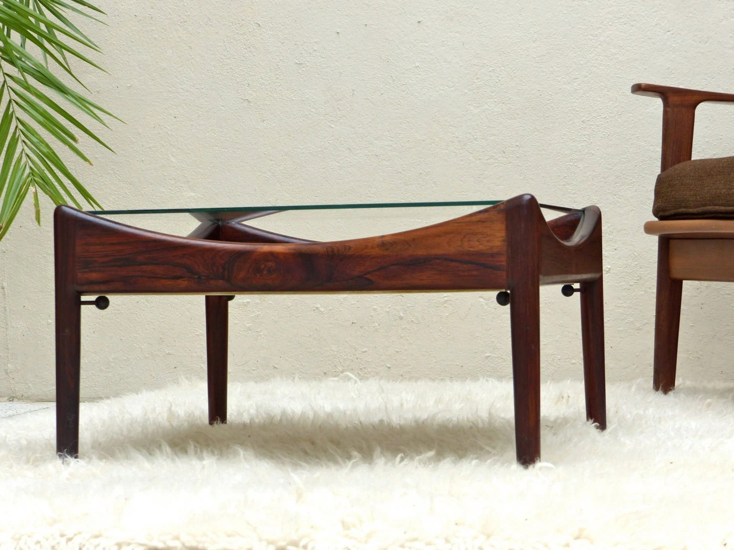 Table basse scandinave vintage en palissandre de rio mid for Table haute scandinave
