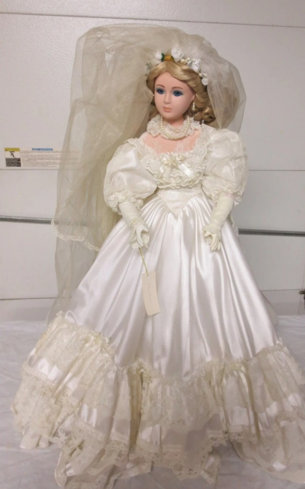 Vintage 1996 24 In Victorian Style Beautiful Blond Bride Doll