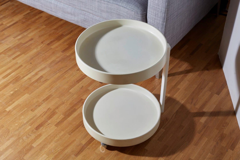 70er jahre tisch rundes tischchen aus kunststoff auf 4. Black Bedroom Furniture Sets. Home Design Ideas
