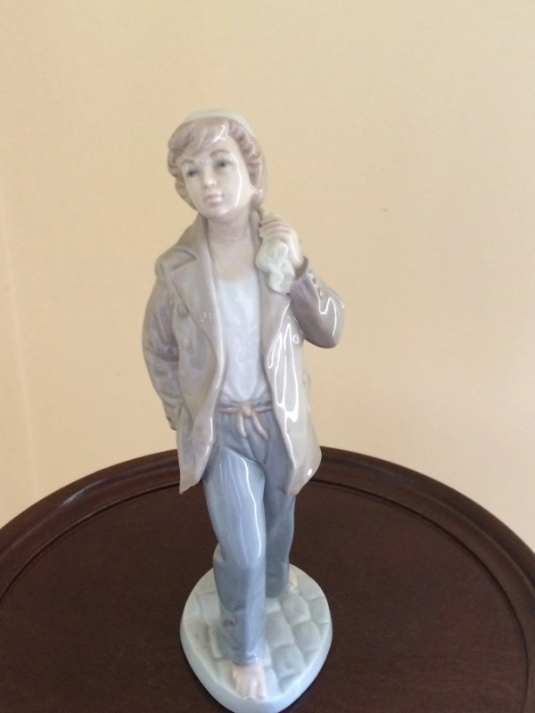 Retired Nao by Lladro Figurines