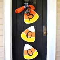 Halloween Wreath Door Hanger: Halloween Candy Corn Door