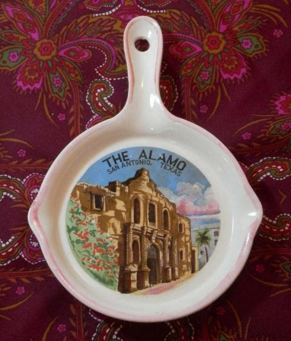Alamo Souvenir 1960s Vintage Ceramic Skillet Pink Spoon Rest