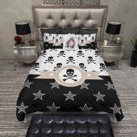 Lightweight Pirate Skull and Crossbones Bedding by InkandRags