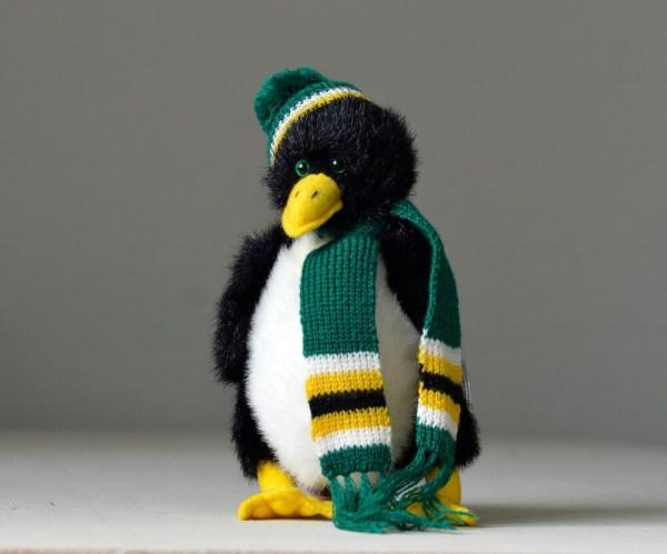 1993 Ty Beanie Baby Penguin . Waddlesworth Stuffed Toy