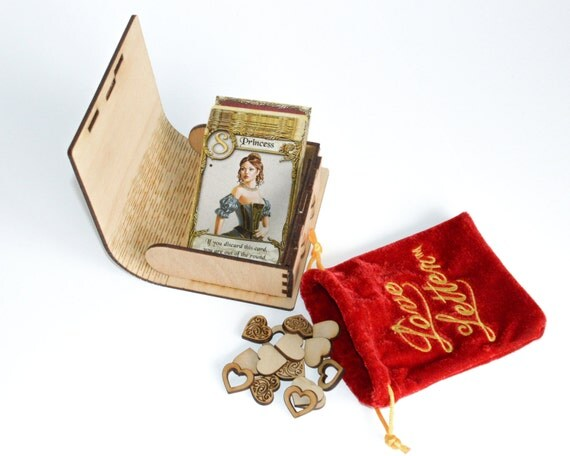 Love Letter™ case in two colors and 14 wooden heart tokens