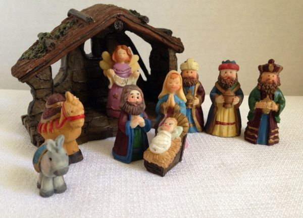 Vintage Small Nativity Set With Manger Complete Christmas