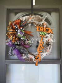 Trick or Treat Grapevine Wreath/Halloween Decoration/Wall