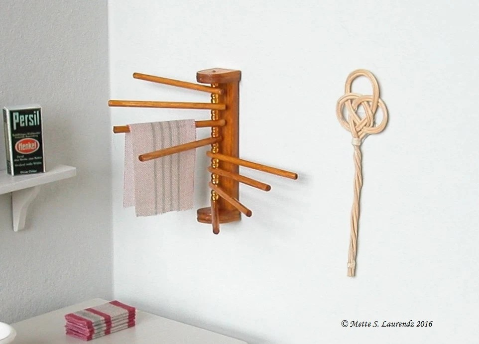 1:12th scale dollhouse miniature Wood clothes drying rack