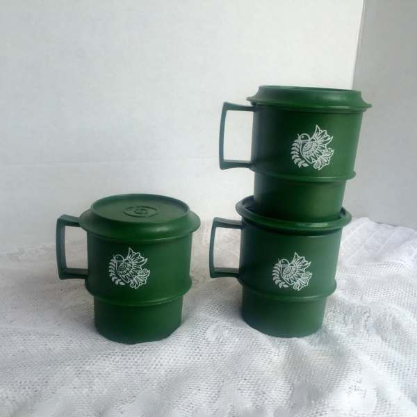 Vintage Green Stacking Mugs With Lids Tupperware