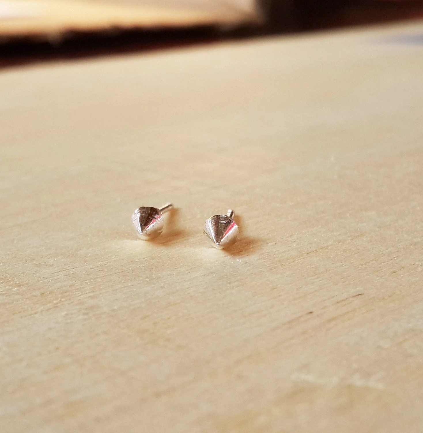 Small Spike Stud earring Spike earrings by Happinesssilver