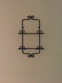 Black Metal Wall Rack Wall Mount Plate Holder Picture