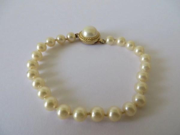 Vintage Trifari Ivory Pearls Bracelet