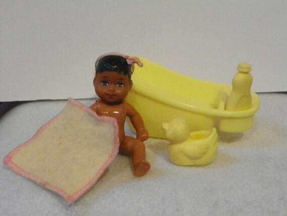 Vintage Mattel Barbie Baby Krissy Yellow Bathtub With Rubber