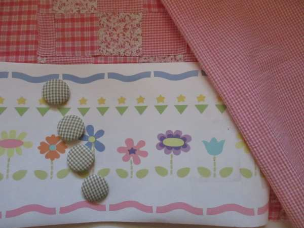 Vintage Wallpaper Border Green Gingham Covered Buttons Pink