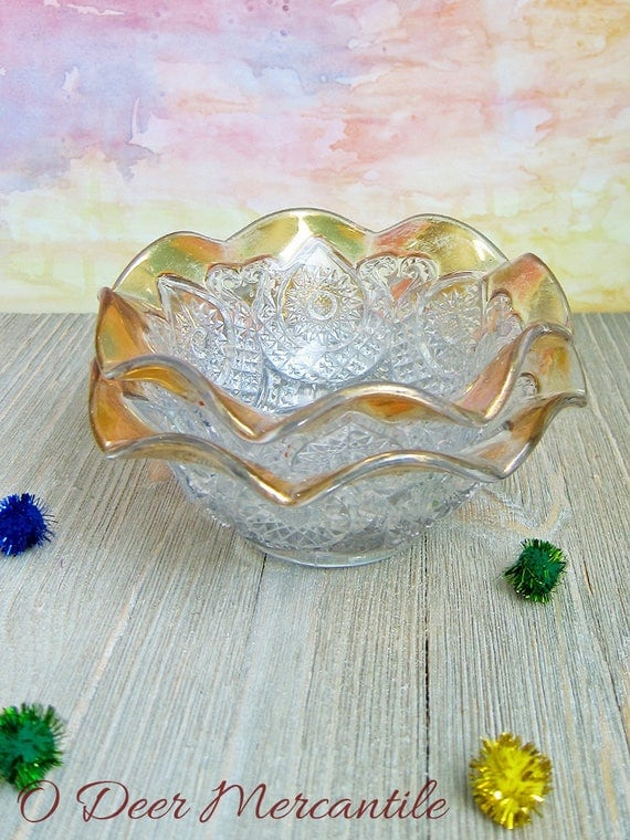 New Martinsville EAPG (Early American Pattern Glass) Horseshoe Medallion No. 707 Pressed Glass Bowl with Ruffled Edge Gold Trim