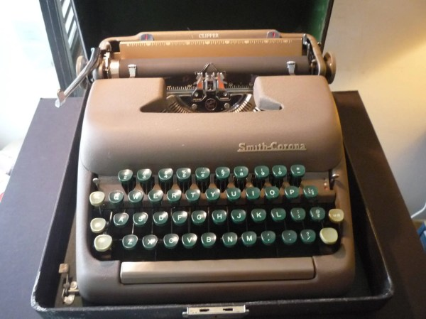 Smith Corona Clipper With Original Case Portable Typewriter