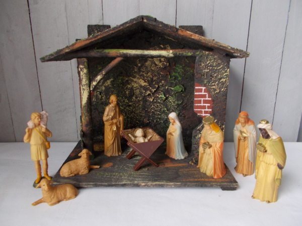 Vintage Nativity Set Figurines And Creche