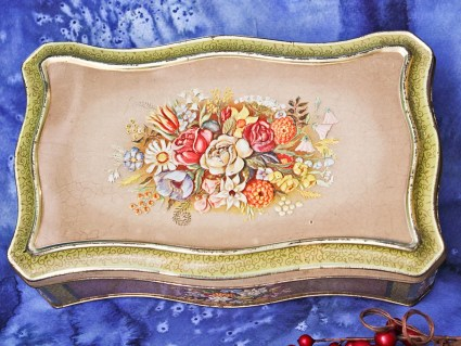Embossed Floral Crackle Finish Tan Gold Vintage Hinged Tin: Victorian Rectangular Metal Container Made in Holland