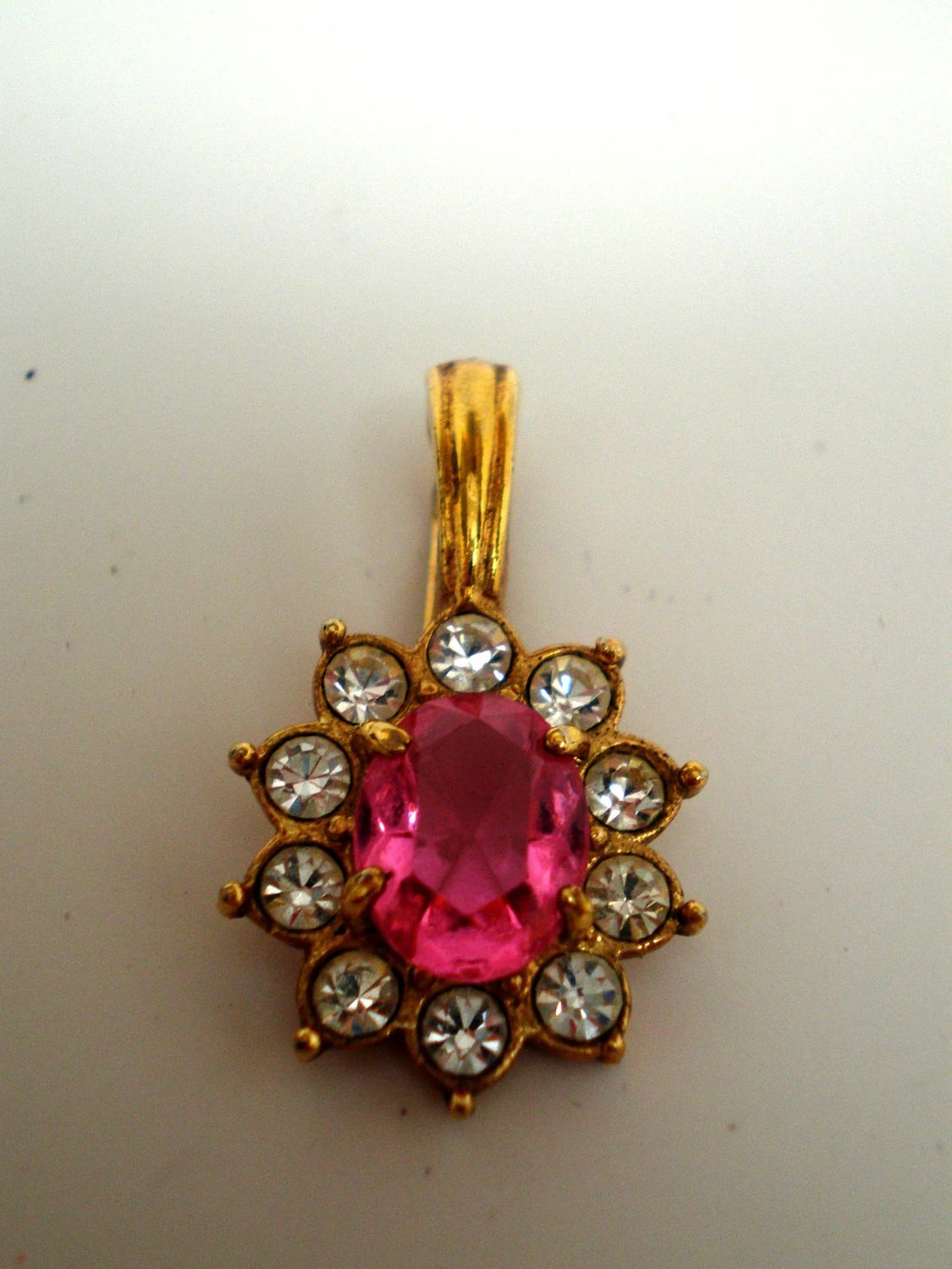 Vintage Pendant Signed Rome 60s Large Pink Pronged Rhinestone Circled With 10 Crystals All Pronged
