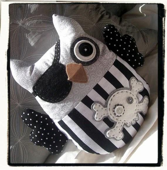 PIRATE OWL - Black White Grey