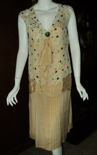Late 1920s Day Dress Chiffon Pleated Skirt Original Art Deco button Wearable Vintage