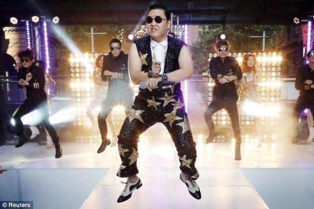 Медвежонок танцует Gangnam Style