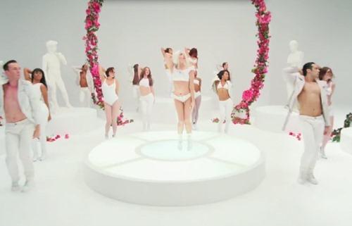 Видео. Lady Gaga   G.U.Y.