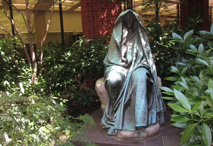 13 самых жутких историй про женщин привидений