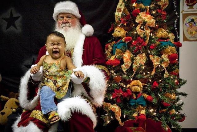 «Дед Мороз, изыди!»— фотографии испуганных малышей