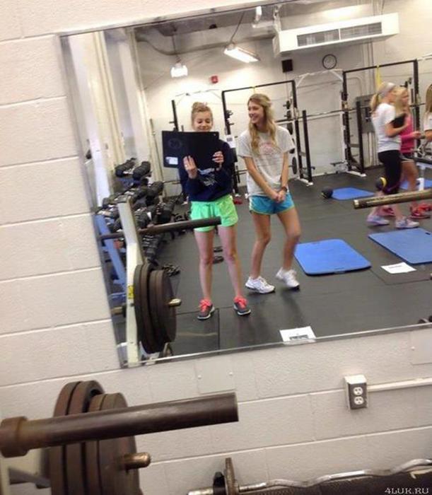 Видео, как гимнастки качают пресс, а потом встают