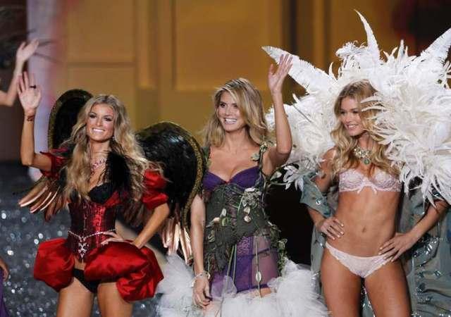 Victoria's Secret Fashion Show 2009 (52 фото)