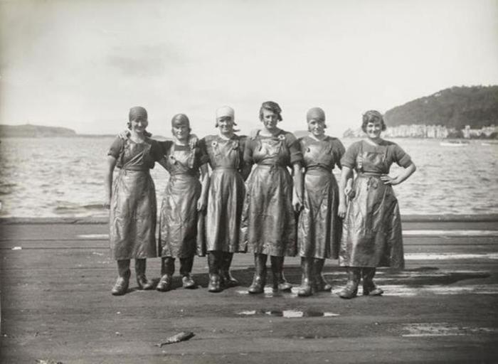 Фотографии разных женщин за разной работой