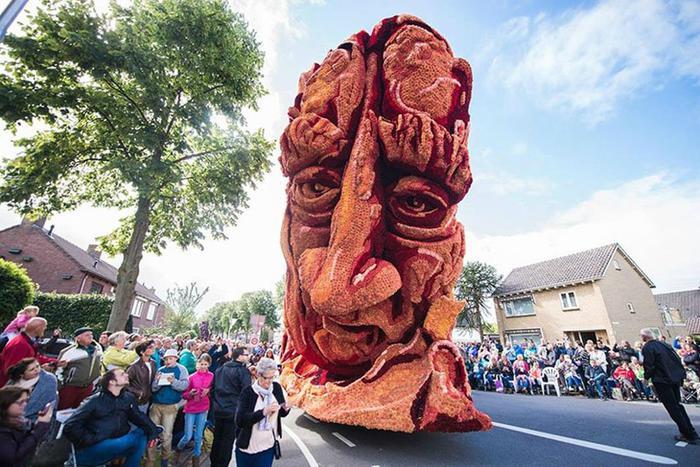 Блюменкорсо   самый большой парад цветов в Нидерландах