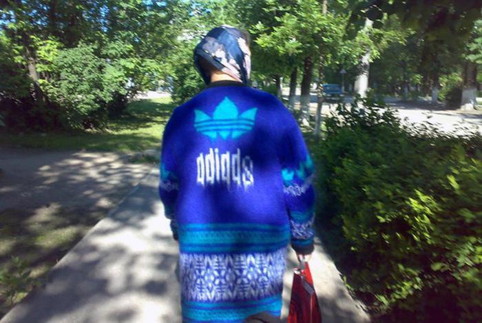 Три полоски Adidas. Роль спортивного костюма в российской действительности