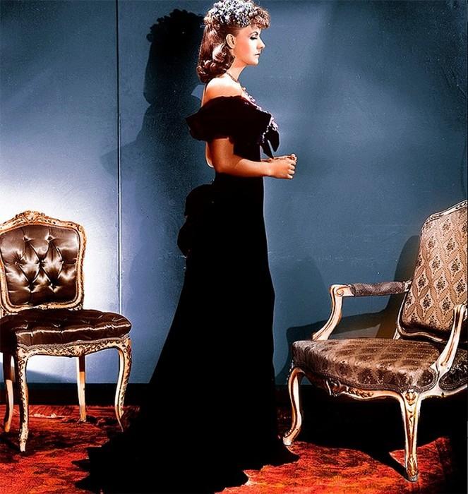 ca883c02992 Знаменитые черные платья актрис в культовых фильмах
