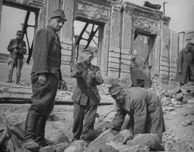 Сколько немцев после войны было депортировано на работы в СССР