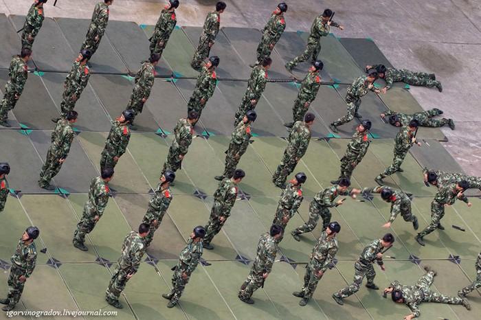 Китайская армия на занятиях (фотографии сверху)