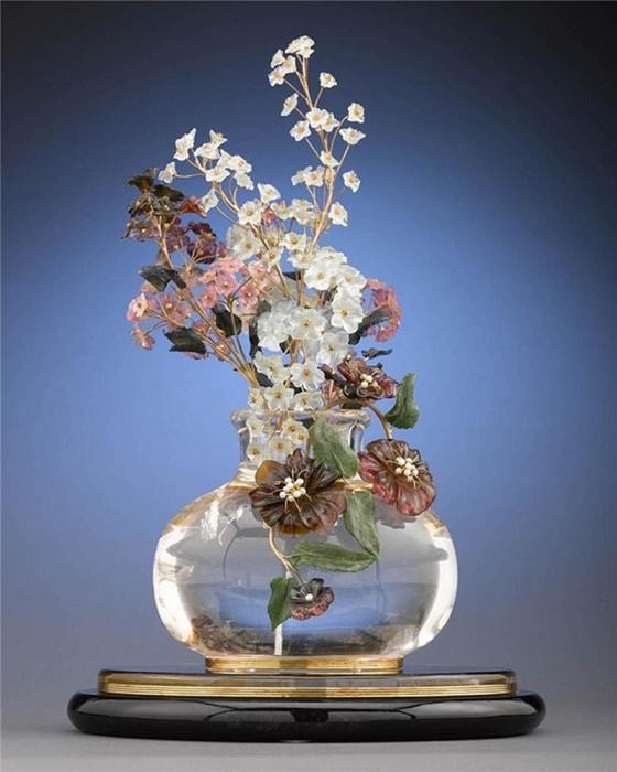 Коллекция каменных цветов работы Фаберже